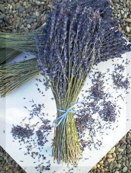 French lavender bunches make fragrant home accents.